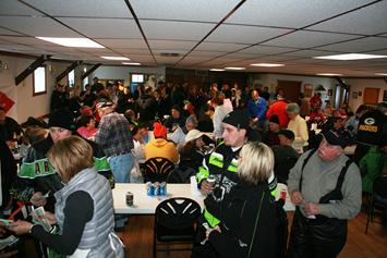 355_2012_02_12_FishARee_crowd