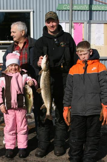Photo of largest fish of the weekend during our 2009 Fish A Ree